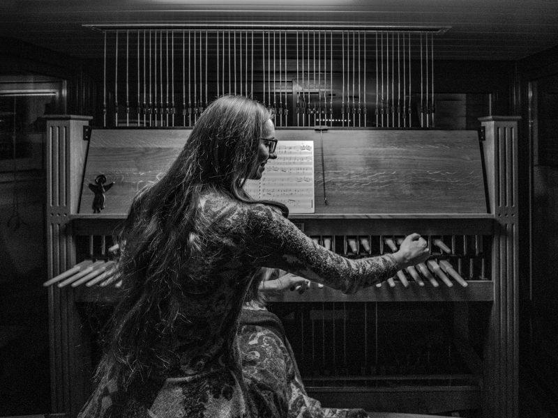 Vienintelė Lietuvoje karilionininkė – apie gydančią varpų muziką