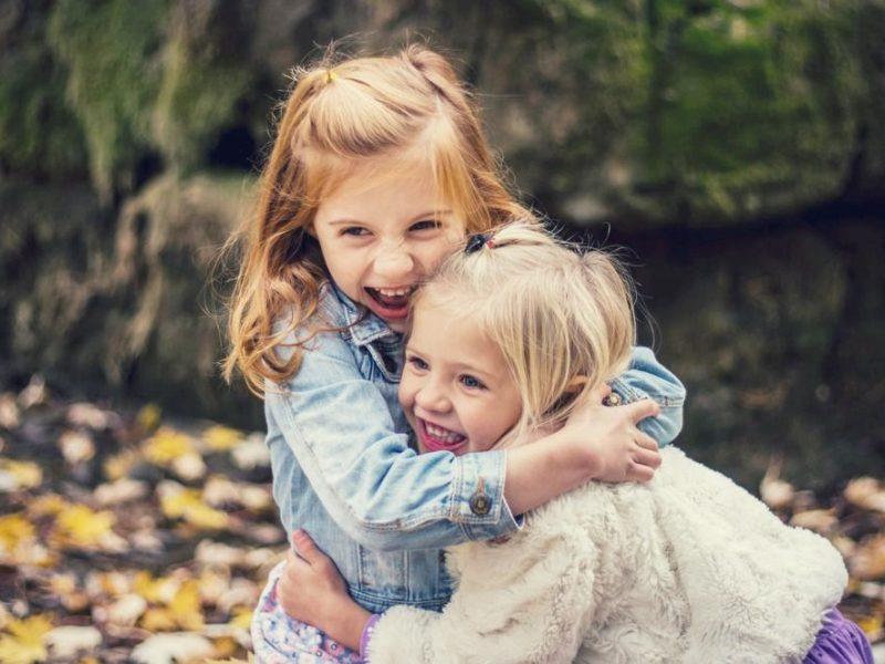 Moteriškumo ugdymas auginant mergaites: klaidos ir patarimai