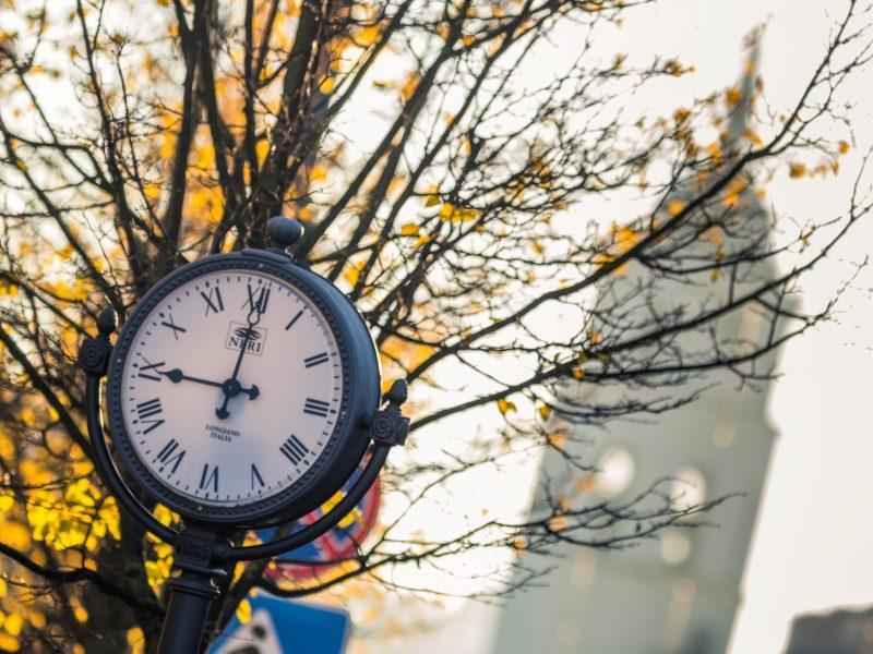 Europos Komisija siūlo atsisakyti laiko sukiojimo nuo kitų metų