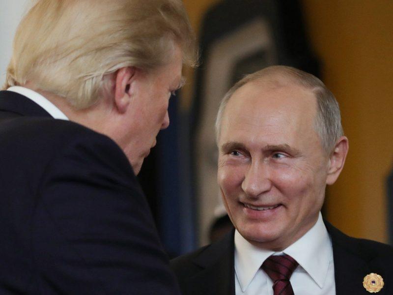 D. Trumpas raginamas per derybas su V. Putinu iškelti politinių kalinių klausimą