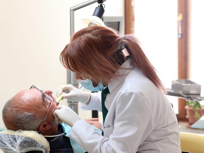 Vilniuje negalią turintys žmonės odontologus galės iškviesti į namus