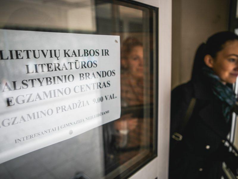 Abiturientai laiko privalomą lietuvių kalbos egzaminą