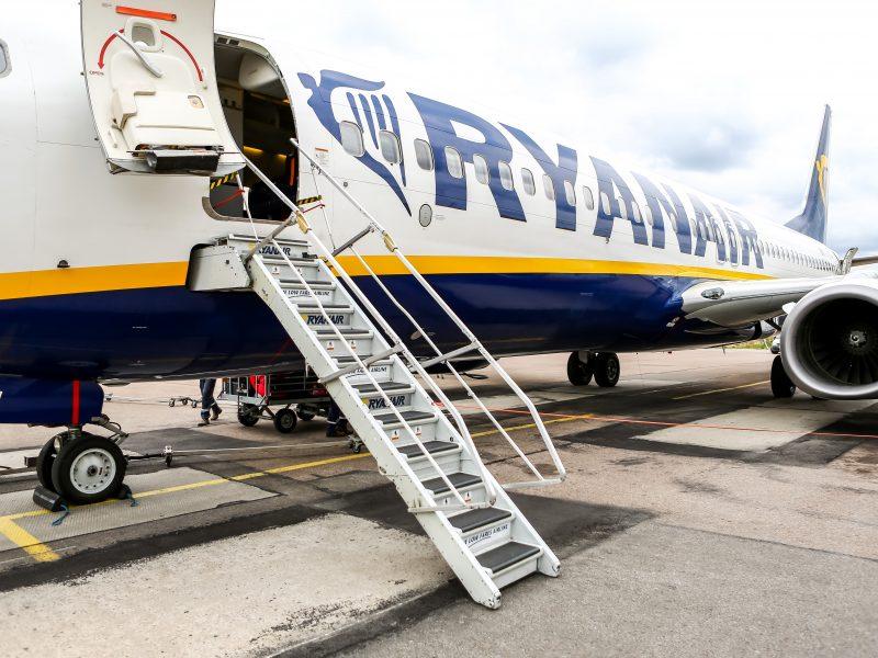 Oro uostuose sulaikyti du policijos ieškoti lietuviai
