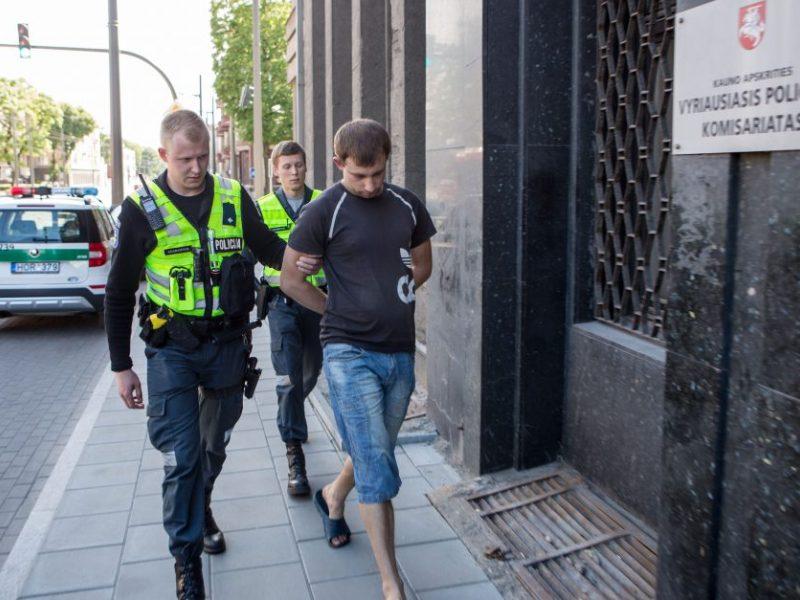 Apie sprogmenį oro uoste pranešusiam vyrui – namų areštas