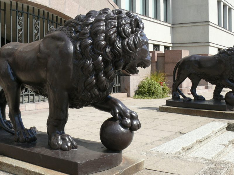 Grafo dovanotiems Karo muziejaus liūtams – 80 metų