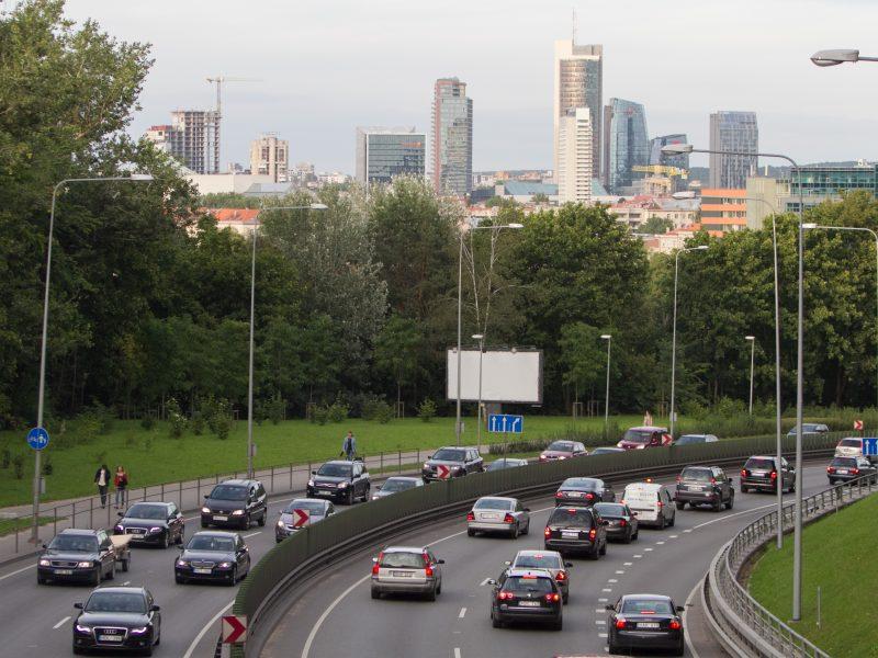 Premjeras: senų ir taršių automobilių pirkimas taps nepatrauklus