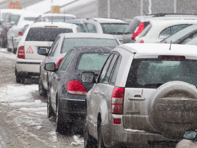 Lietuvos bankas: neproporcingai didelė automobilio draudimo kaina pažeidžia įstatymus
