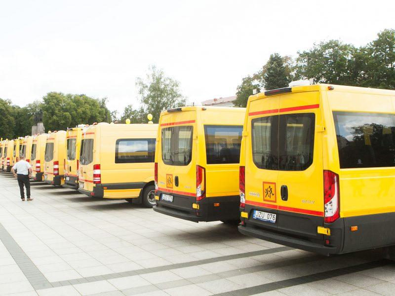 Vyriausybė paskirstė savivaldybėms 141 mokyklinį autobusą