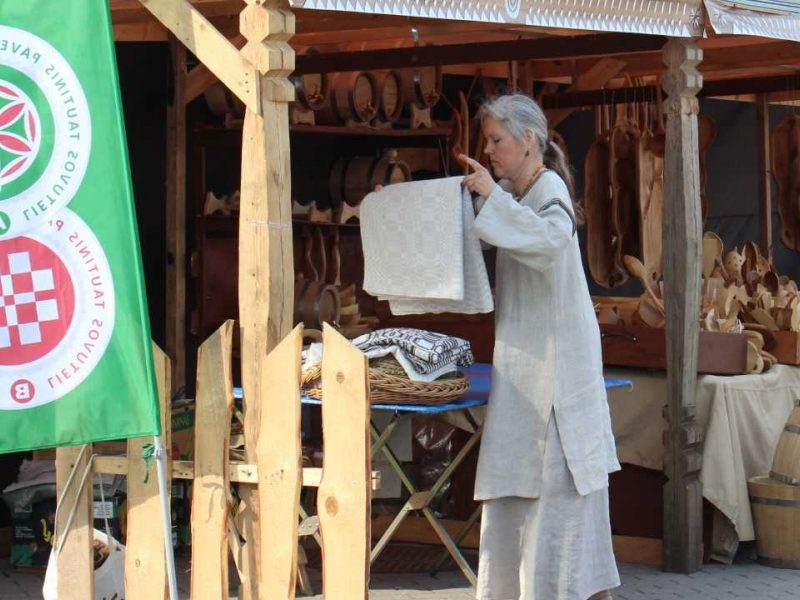 Kaune šurmuliuos autentiškas tradicijas puoselėjančių tautinio paveldo gamintojų mugė