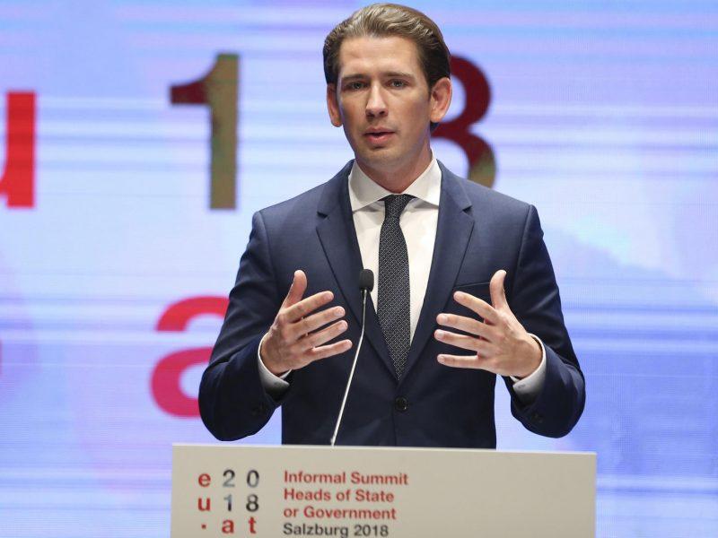 Austrijos lyderis gina spaudos laisvę po skandalingo policijos pareigūno pasiūlymo