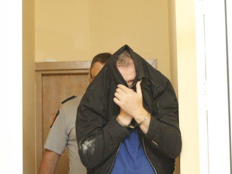 Teismas leido suimti gaujos vadeivą: jos narys – ir Mios vyras (papildyta)