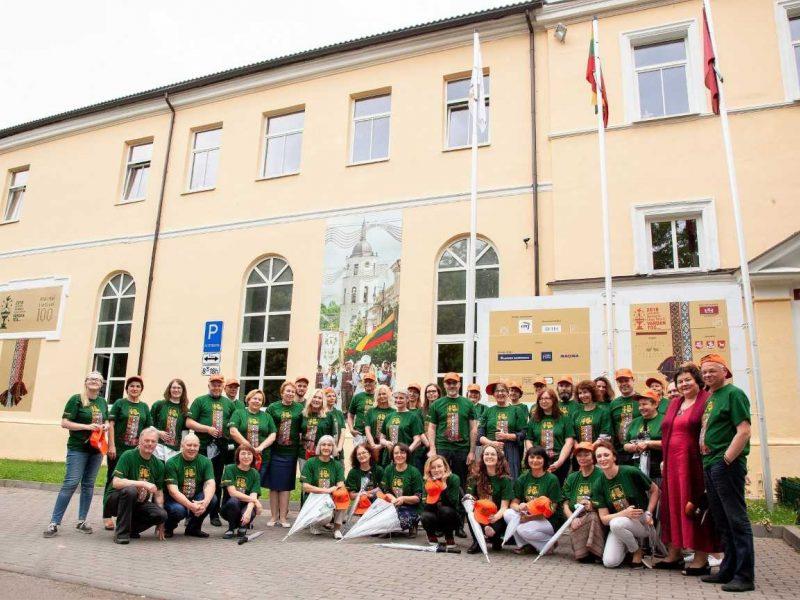 Vilniuje iškilmingai iškelta Dainų šventės vėliava