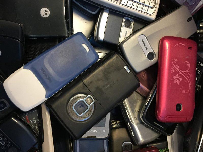 Žemės diena: neišmeskite seno telefono, jame – pusė Mendelejevo lentelės