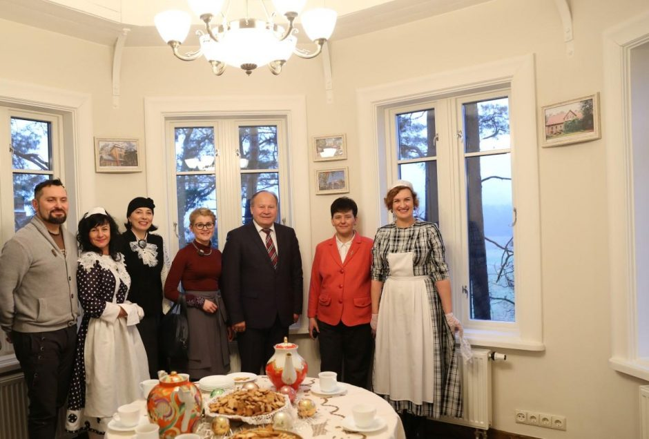 Skambant D. Dolskio dainoms Kačerginėje pristatyta atgimusi prieškario vila