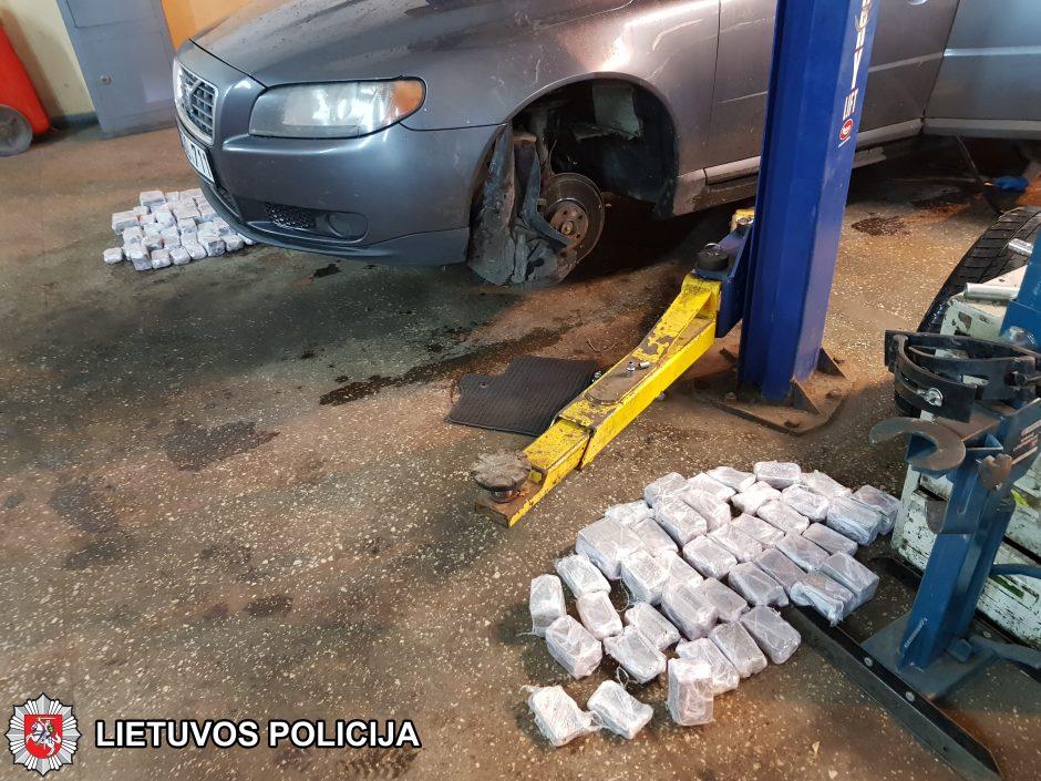 Stambus laimikis: policija sulaikė milijono eurų vertės hašišo kontrabandą