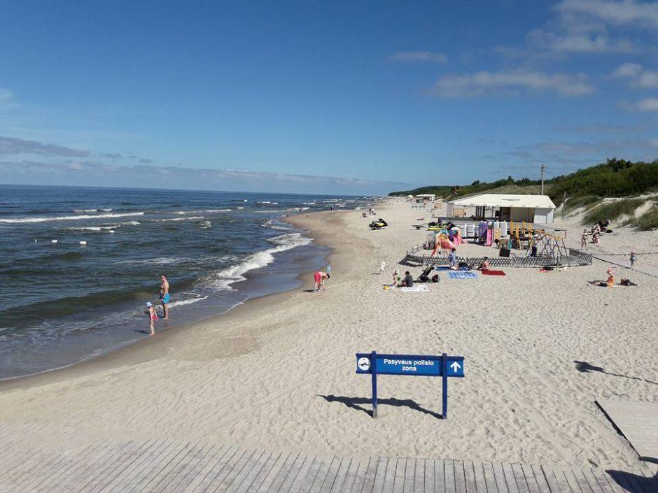 Miestiečiai pirmadienį šturmavo paplūdimius
