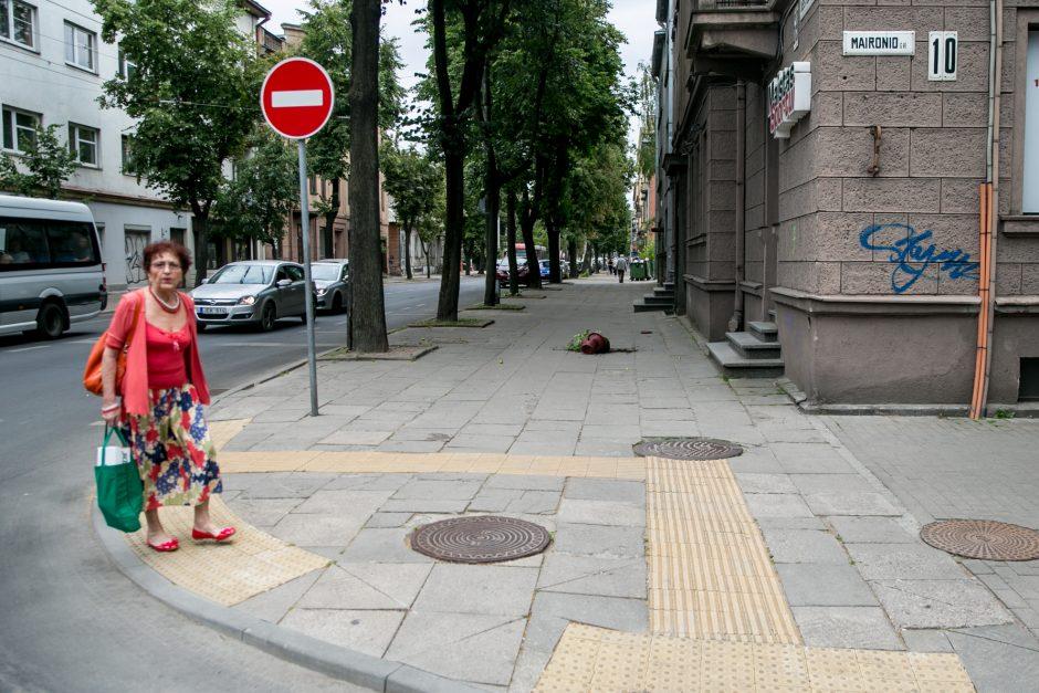 Karštį pakeitęs stiprus vėjas Kaune grasina nelaimėmis