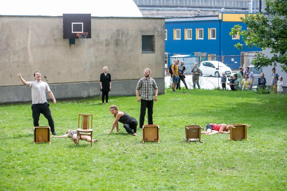 Netikėtumų festivalyje pasirodė cirko artistai