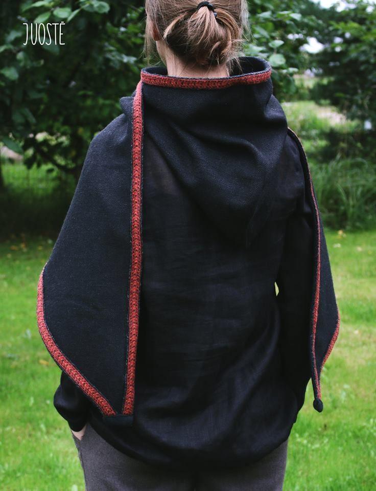 Šeima drabužius kuria iš tautinių juostų