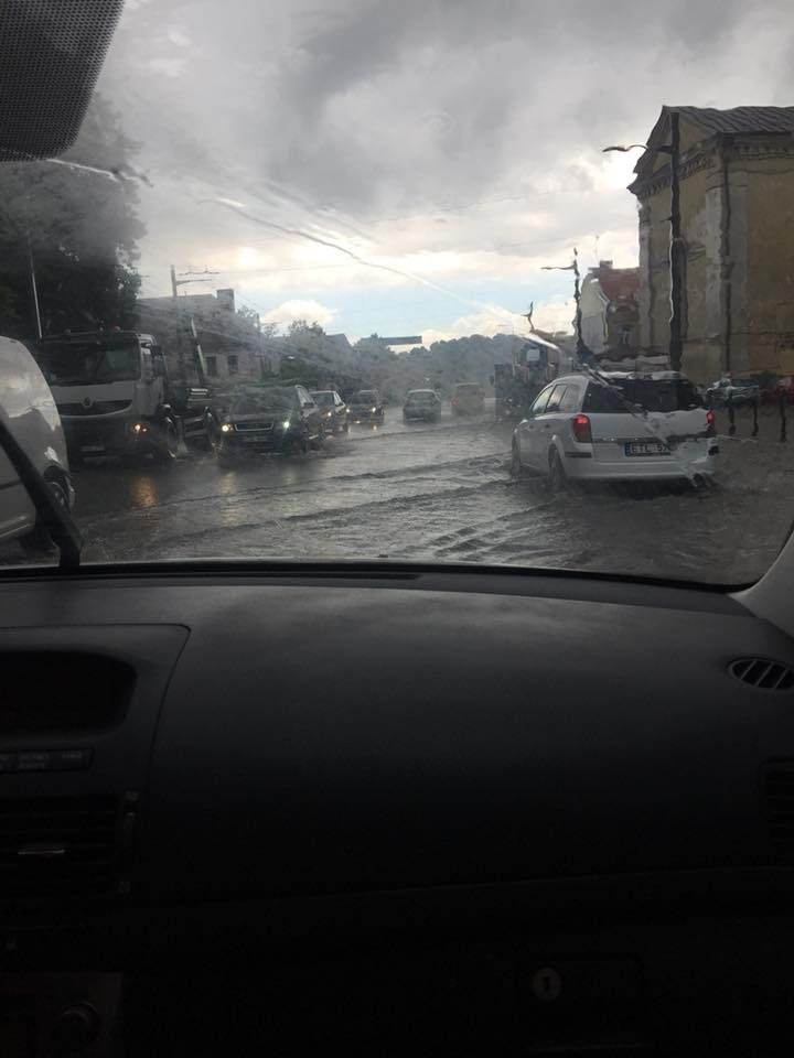 Kauną užtvindė liūtis: skendo pagrindinės gatvės