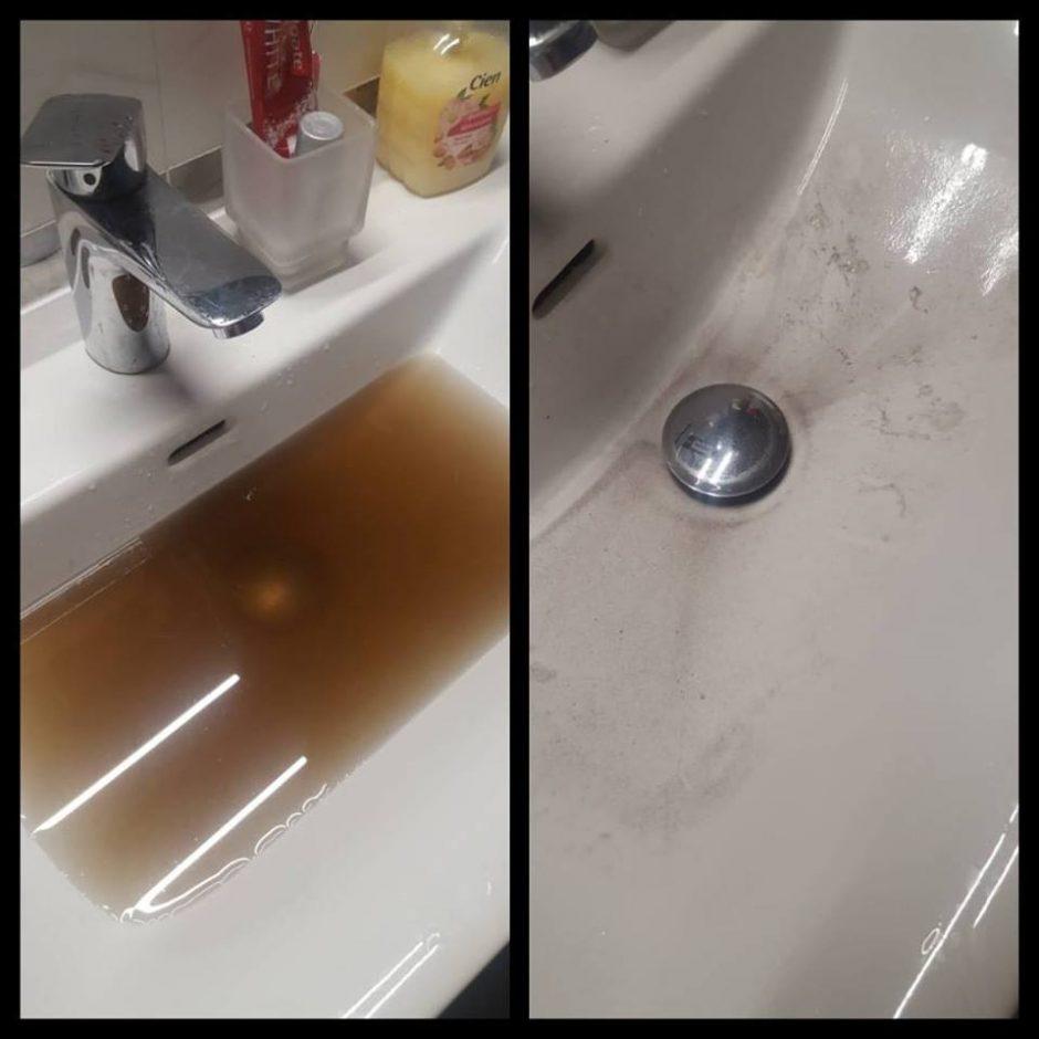 Gyventojai nebežino, ko griebtis: iš čiaupo bėga beveik juodas vanduo