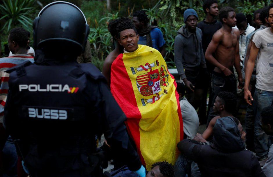 Iš Maroko į Ispaniją įsiveržė šimtai migrantų