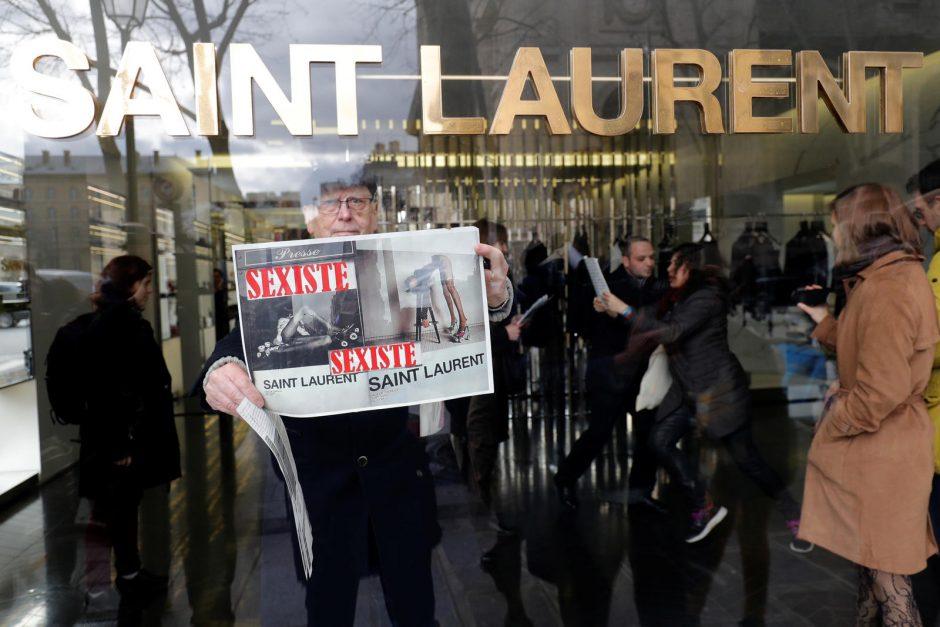 """""""Saint Laurent"""" privalės pašalinti žeminančius plakatus"""