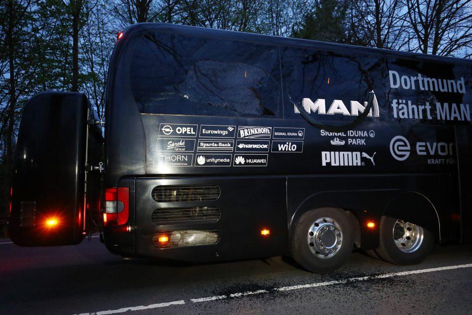 """Vokietijoje sprogimai kliudė Dortmundo """"Borussia"""" autobusą, sužeistas žaidėjas"""