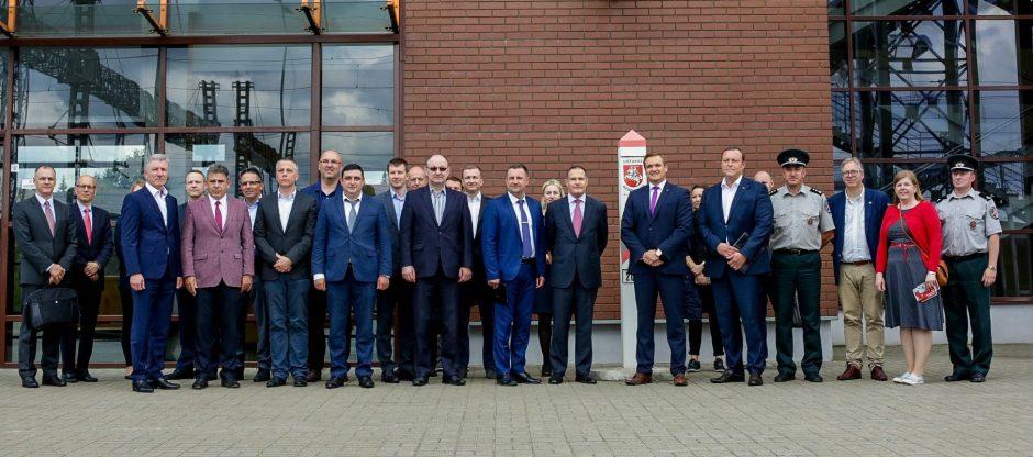 Devynios ES šalys sutarė siekti didesnio finansavimo sienų apsaugai
