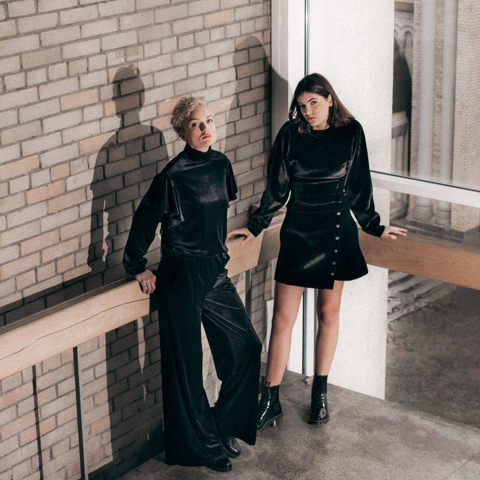 """Dizainerių duetas sukūrė žiemos kolekciją """"Nepamirštamos dramos"""""""