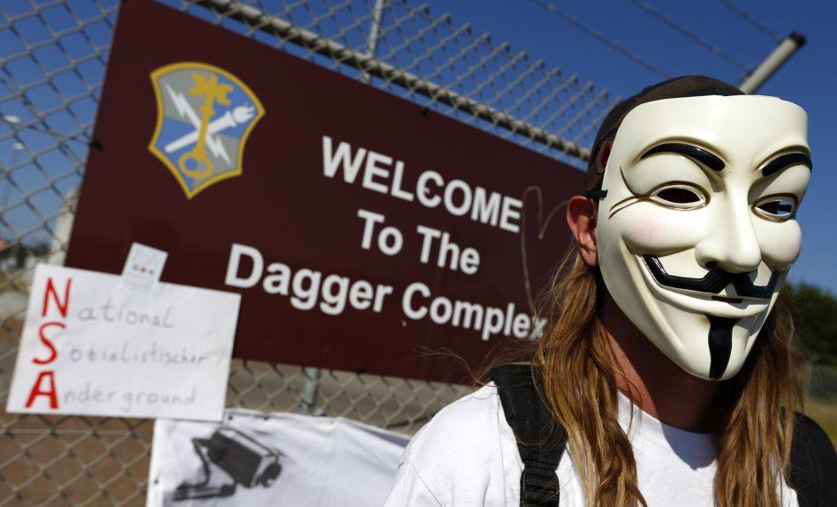 JAV ragina Rusiją išduoti paslapčių viešintoją E. Snowdeną