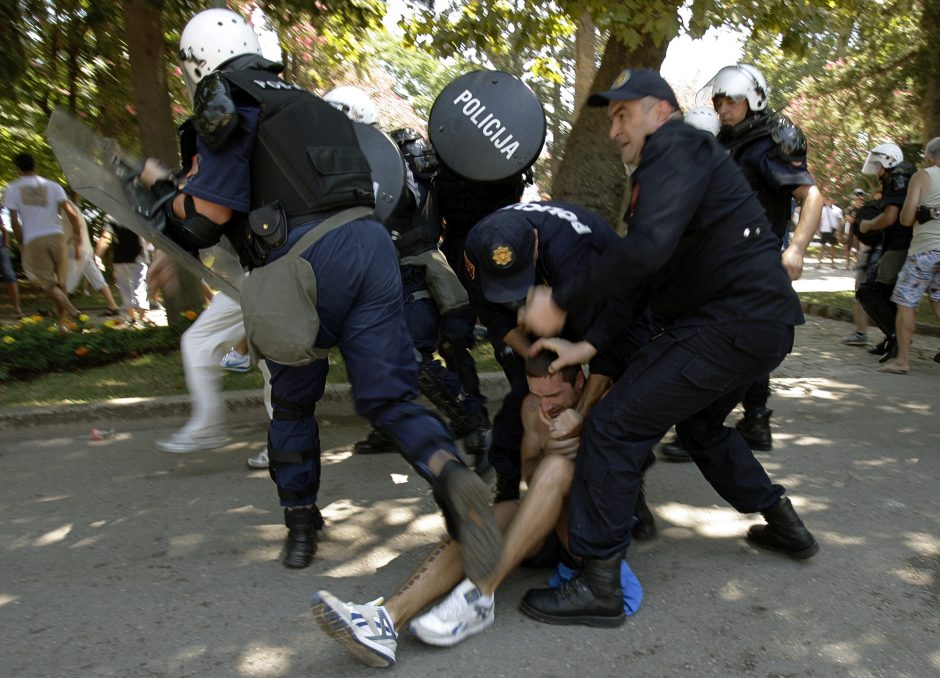 Juodkalnijoje pirmąjį gėjų paradą sutrikdė audringi protestai
