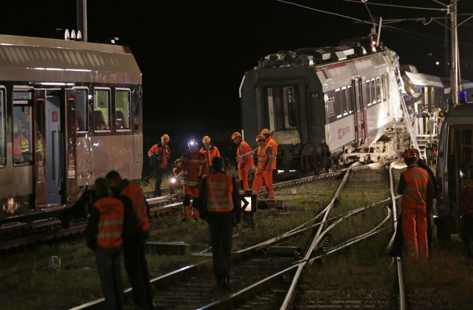 Šveicarijoje susidūrus dviem traukiniams žuvo mašinistas