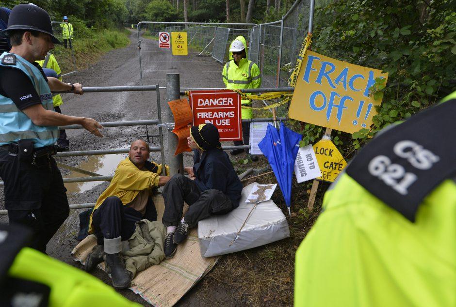 Idilišką britų kaimą apėmė įtūžis dėl skalūnų dujų