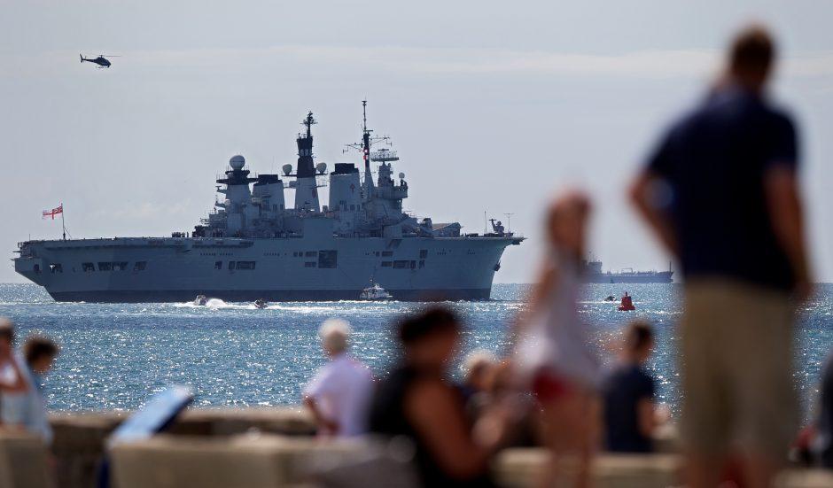 Ginčas dėl Gibraltaro: britų karo laivai traukia į Viduržemio jūrą