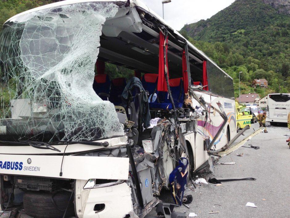 Norvegijoje susidūrus dviem autobusams žuvo du žmonės, keli sužeisti