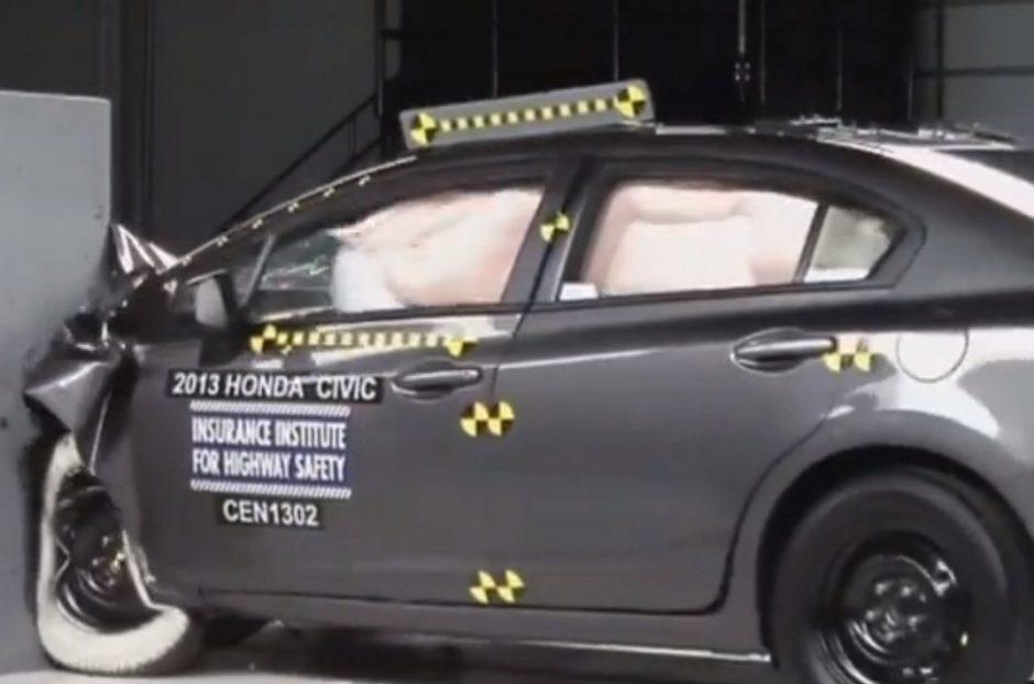 """Saugumo testas: pirmoje vietoje - """"Honda Civic"""", paskutinėje - """"Kia"""" ir """"Nissan"""" automobiliai"""