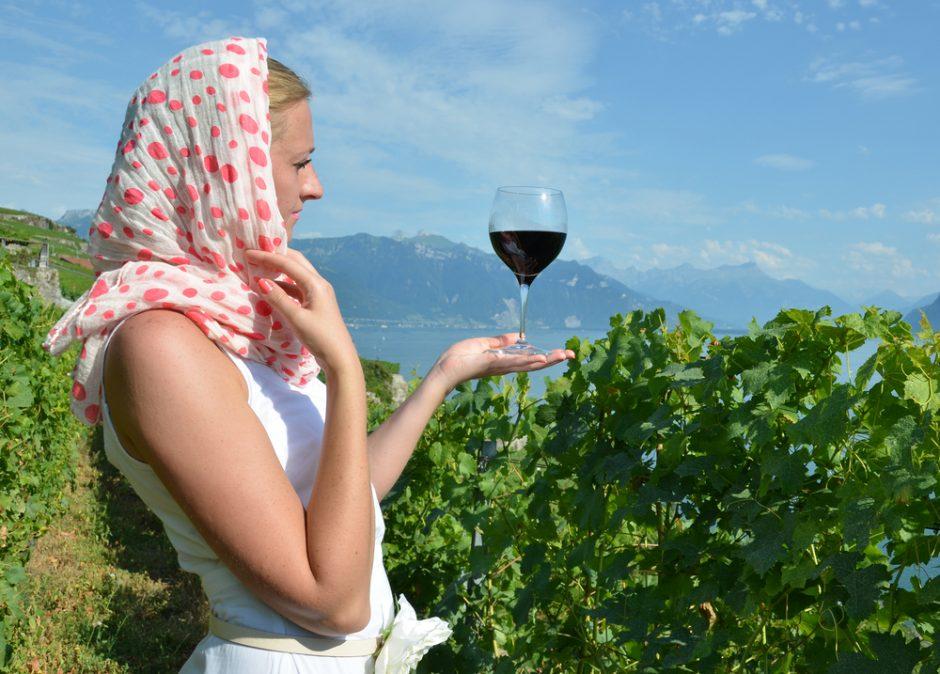 Taurė vyno moteris gali apsaugoti nuo osteoporozės