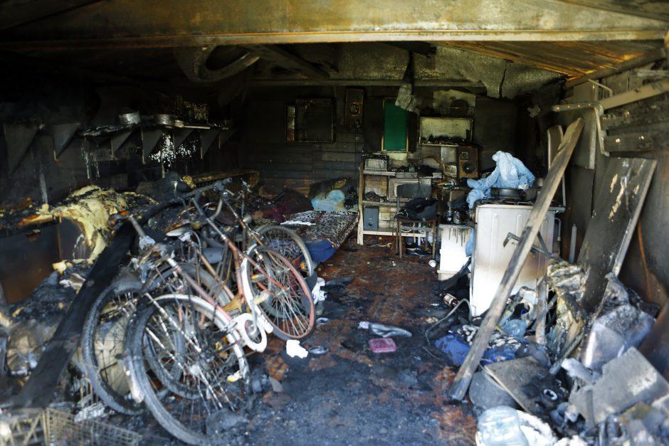 Garažų bendrijoje mašinų nėra: nereikalingi daiktai ir laikinos pastogės