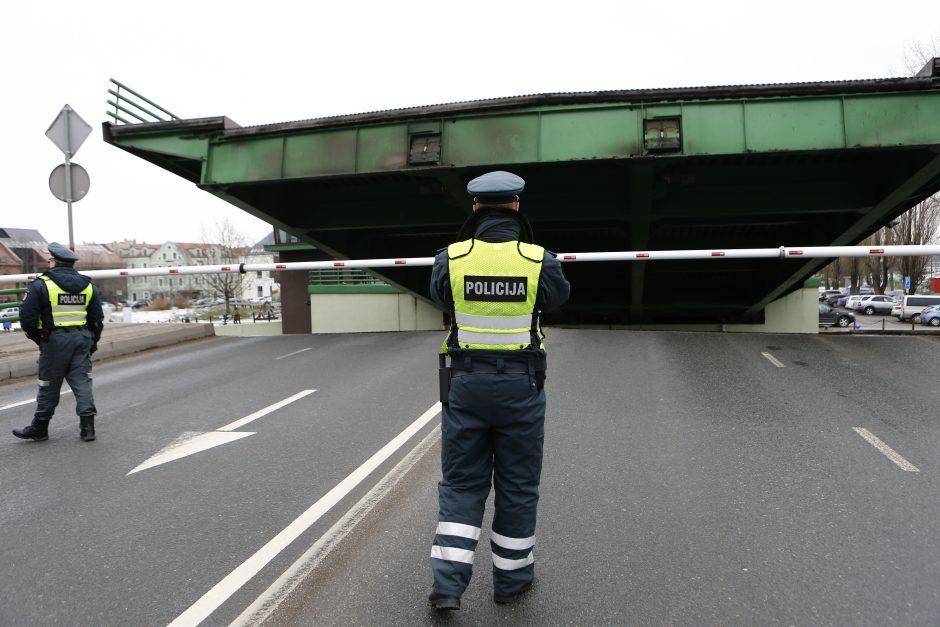 Klaipėdoje pakilo Pilies tiltas: to reikėjo Mikei Pūkuotukui