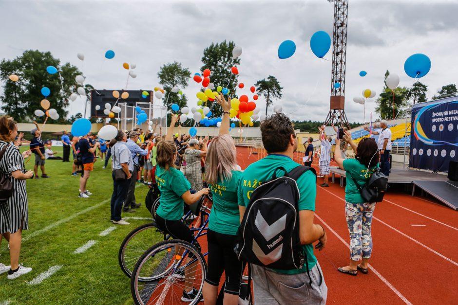 Žmonės su negalia Klaipėdoje mėgavosi galimybe drauge sportuoti