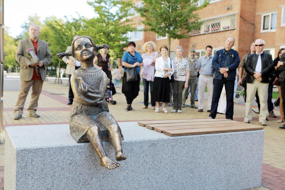M.Mažvydo alėjoje praeivius džiugins bronzinė mergytė