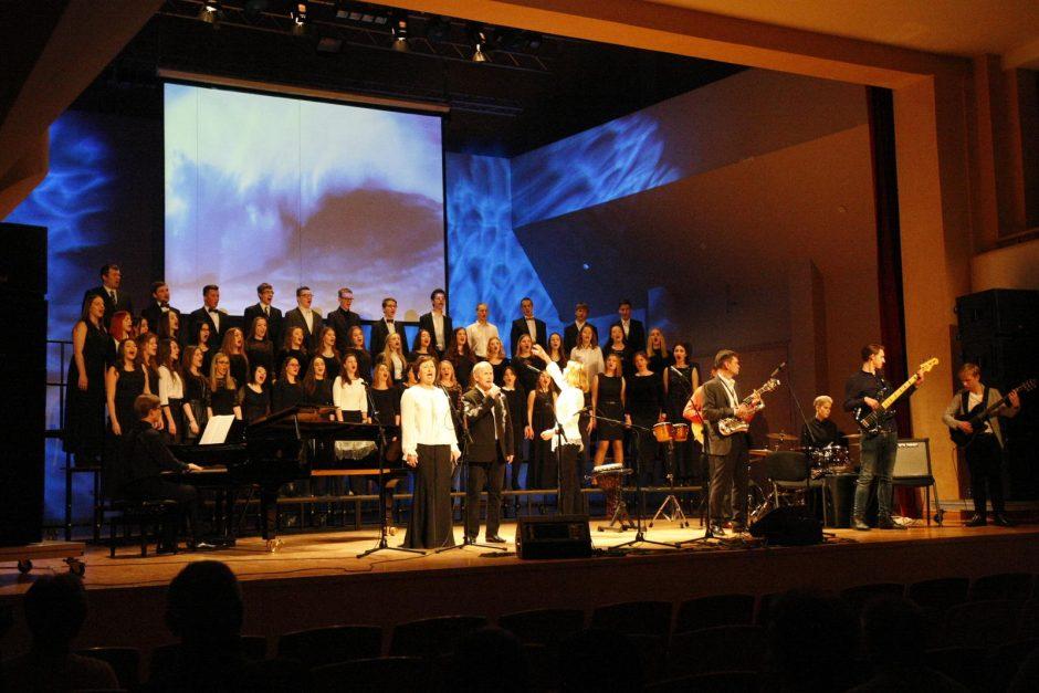 Klaipėdos koncertų salės scena žvaigždės dalijosi su vaikais