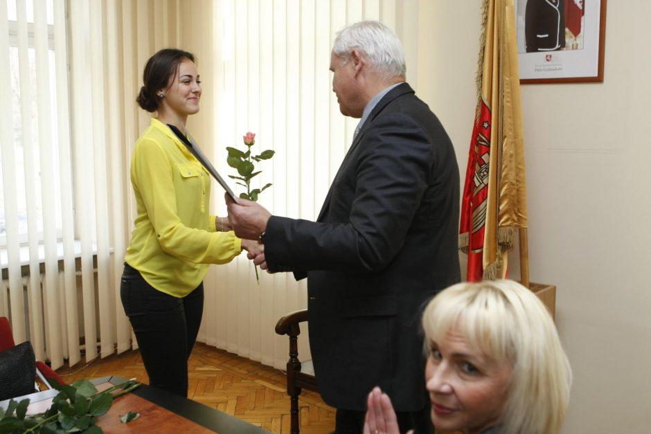 """Meras apdovanojo čempionatuose sužibėjusias """"Leader Dance"""" šokėjas"""