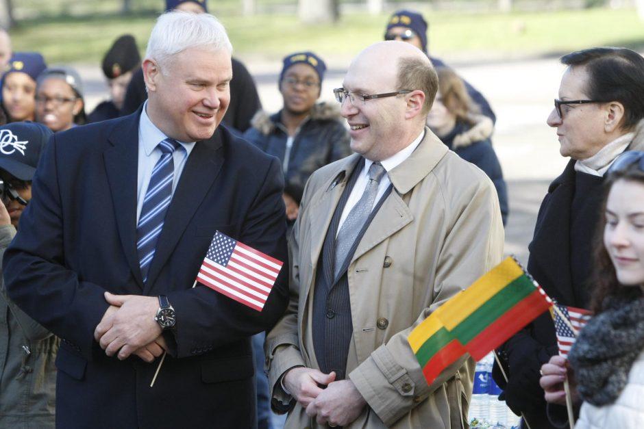 JAV kariškiai aplankė globos namų auklėtinius