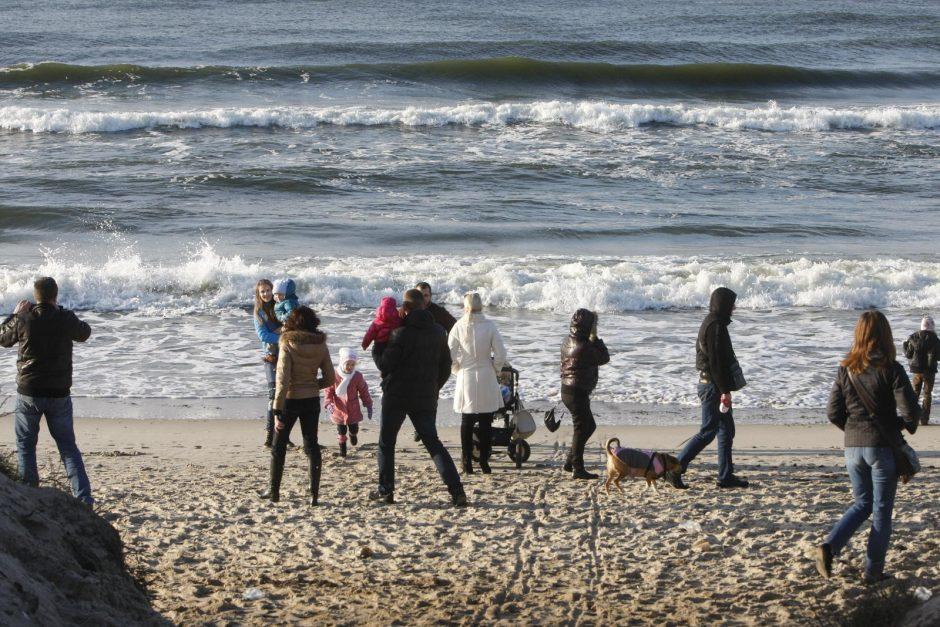 Klaipėdiečiai plūdo prie jūros