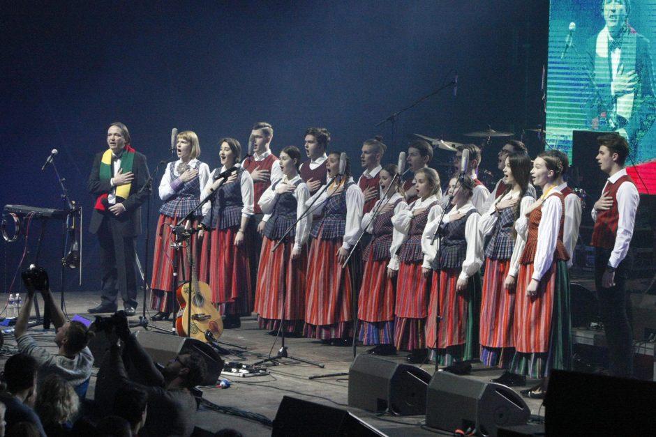 Klaipėdiečiai traukė A. Mamontovo dainas lyg himną