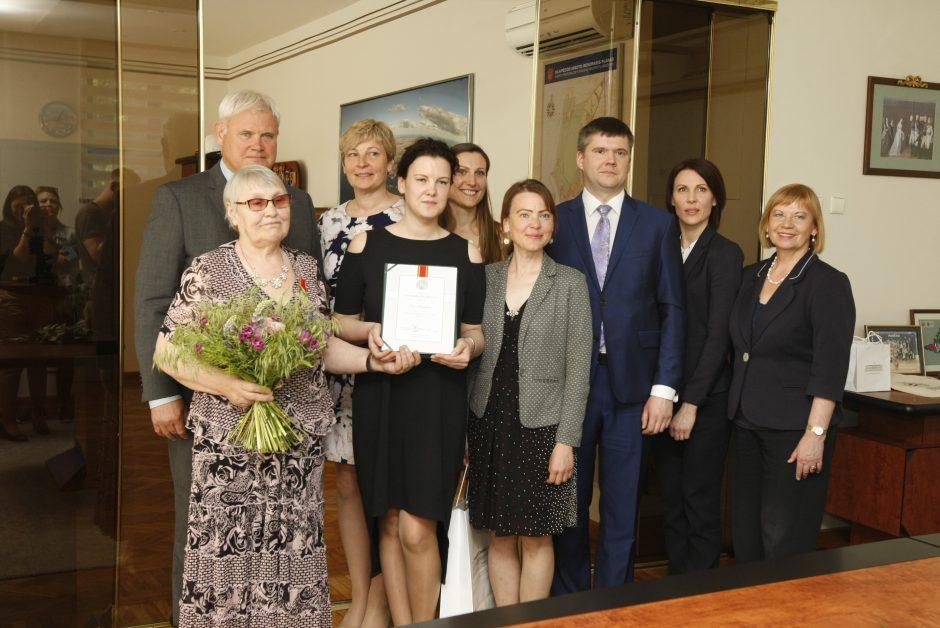 Septynių vaikų mamai – valstybės apdovanojimas