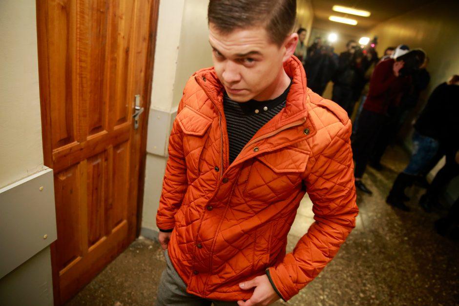 Nėščią moterį parduotuvėje užpuolę jaunuoliai stojo prieš teismą