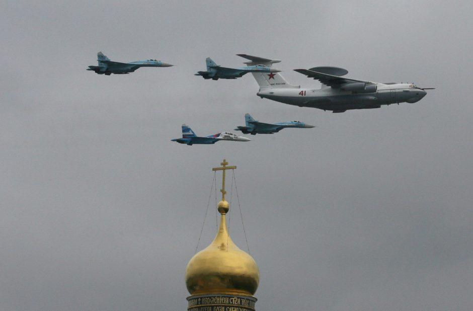 NATO naikintuvai tris kartus lydėjo Rusijos orlaivius